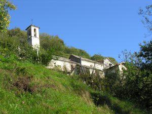 die-kirche-inmitten-des-weilers-donego