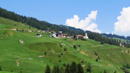 Einige romanische Gotteshäuser im Einzugsgebiet des Hinterrheins in Graubünden